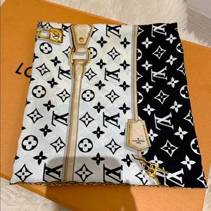 Louis Vuitton 2018 Confidential Silk Square Wrap